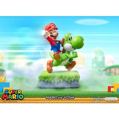 Super Mario statuette Mario & Yoshi 48 cm